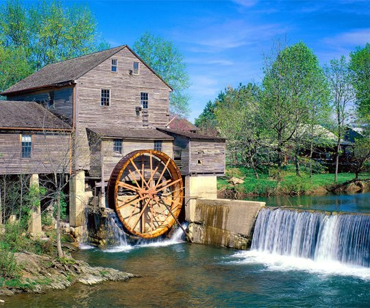 Cherokee indian hunting grounds converts to family resort town for Craft in america forge
